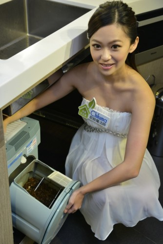 Chikuma廚餘魔法製作完成 的乾燥廚餘與土壤充分混合後,放置在通風良好的地方約14天就能轉化為富含肥力的優質有機肥料