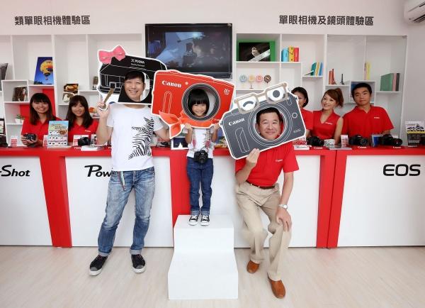 Canon 體驗屋現身台北新光三越站前店廣場,超人氣女孩喬喬擔任迷你店長,並送粉絲寫真書!