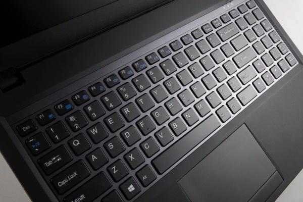 Q2556N 孤島式全尺寸鍵盤,提供獨立的數字鍵區 copy