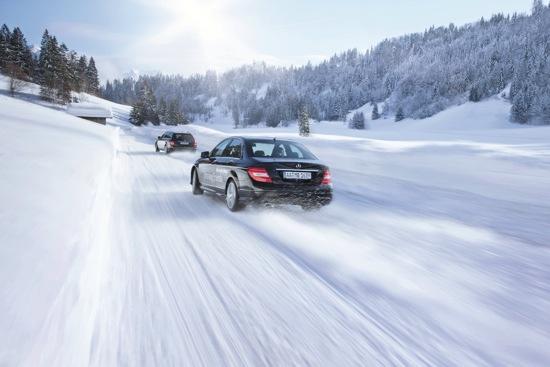 2014 Mercedes-Be nz 海外冬季駕馭課程由專業教練指導過彎、甩尾高難度技巧,所有車主將能安心領會速度上的快感 copy