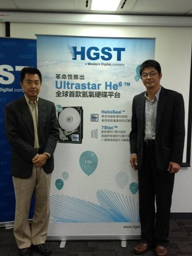 HGST亞太區產品行銷總監黃慶民KB(左)與HGST台灣及上海區總經理陳玟生Vincent(右)共同推出世界首款氦氣硬碟ULTRASTAR® HE6