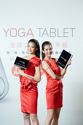 Lenovo聯想新聞圖說四】圓柱型設計的Yoga Tablet可輕鬆一手掌握,享受閱讀樂趣、瀏覽社群媒體與網站。