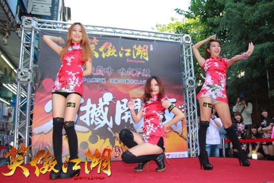 20131206圖一-性感十足的犀睛女孩 12.7於微星舞台熱舞風靡現場民眾 copy