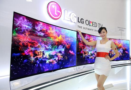 LG新推出全球首創曲面OLED電視展現極真絕美畫質,成為資訊月最吸睛焦點