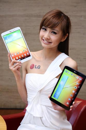 LG G Tablet 8.3共有鋒芒黑及璀璨白兩種款式供選擇
