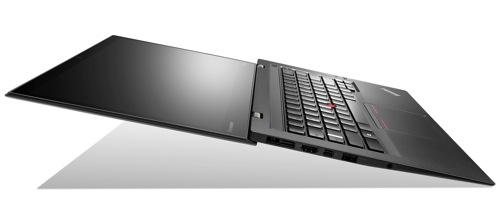Lenovo聯想新聞圖說一 新一代 ThinkPad X1 Carbon 採用與飛機及賽車同級材質的碳纖維打造,因較鎂或鋁輕盈,使其擁有僅 1.27 公斤的極輕身型,同時堅固耐用。
