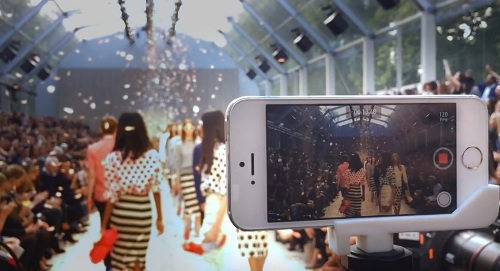 Apple - On the runway with iPhone 5s
