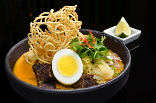 Kao Soi Beef stewed in light curry soup with egg noodle northern style     泰北咖哩牛肉雞蛋湯麵 copy