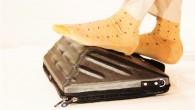 裝筆電的包包除了要特別耐震、耐重、簡易防水之外,你還會想到什麼功能?這款由 Le […]
