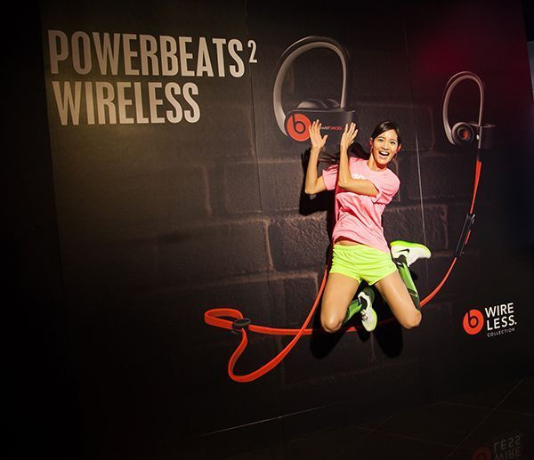 janet powerbeats 2 wireless