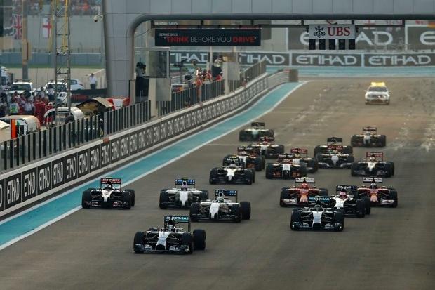 2014燈滅起跑 Hamilton成功搶入進彎線得到領先優勢 copy