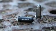 在這一堆子彈裡面,你有發現裡面有一顆特別標著「SLUGHAUS」的黑色子彈嗎?再 […]