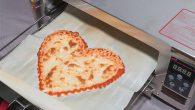 披薩通常是圓形,想做出其他形狀並不容易,像照片裡愛心形狀的披薩可不是一般廚師能輕 […]