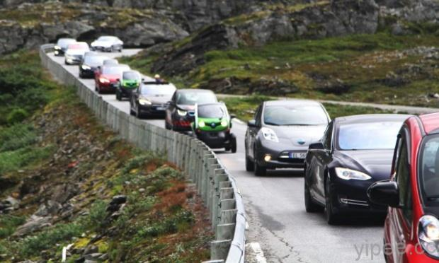 electric-car-rally-in-geiranger-norway-image-norsk-elbilforening-via-flickr_100530088_m