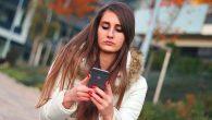 智慧手機流行之後,不少人都會邊走邊滑手機,也因此出現不少危機、鬧出不少笑話。近日 […]