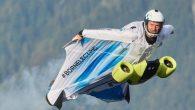 Wingsuit flying or wingsuiting 飛鼠裝滑翔運動讓人 […]
