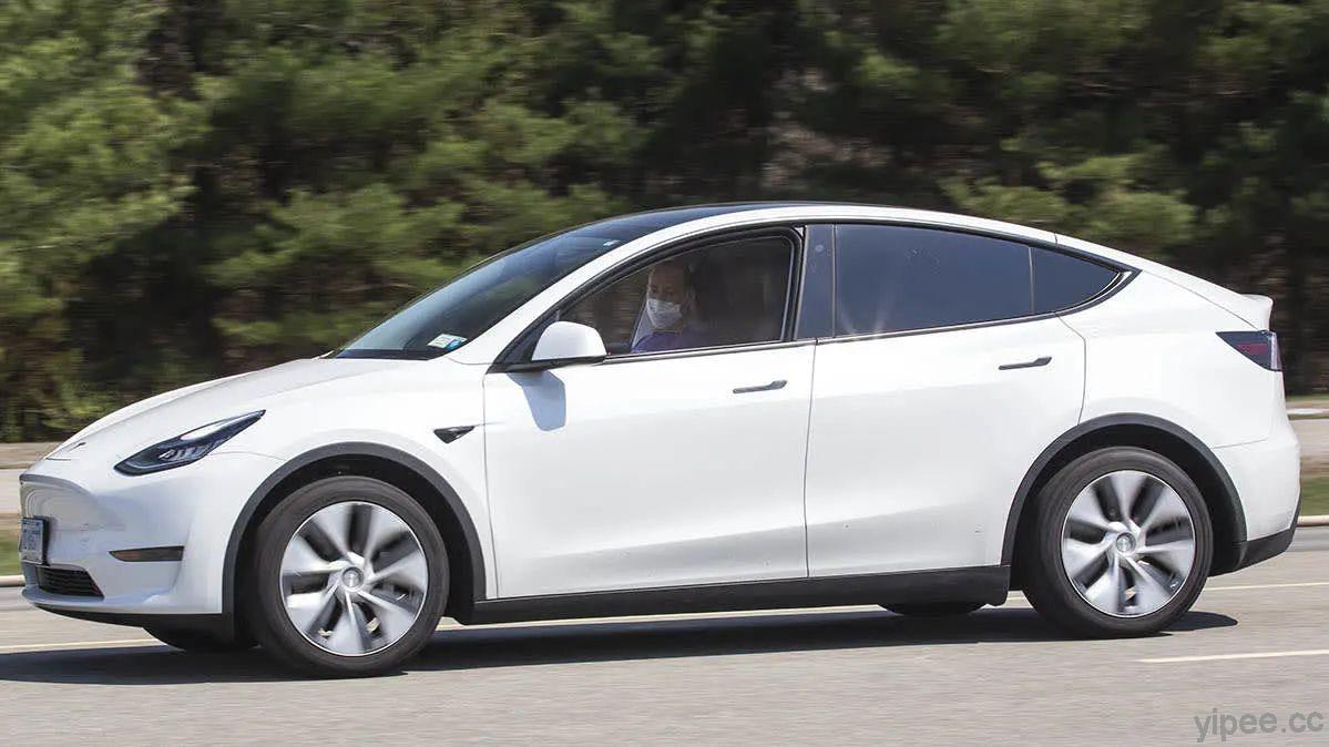 Tesla Model 3 又撞上停在路邊的警車!美 NHTSA 交通安全局要求提供更多 Autopilot 資訊