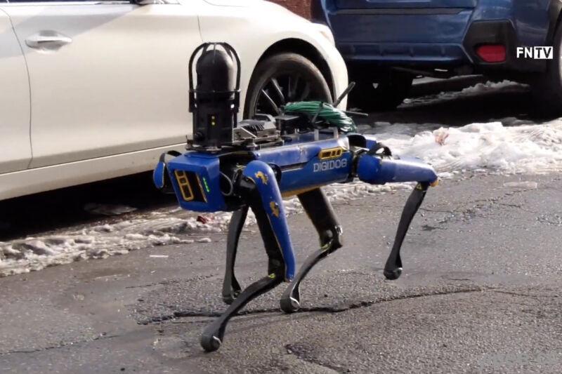 波士頓動力機器狗「警察」任務失敗!被 NYPD 紐約警察局退貨