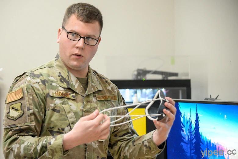 美國空軍用 3D 列印製造 N95 口罩,供給工作環境配戴使用。