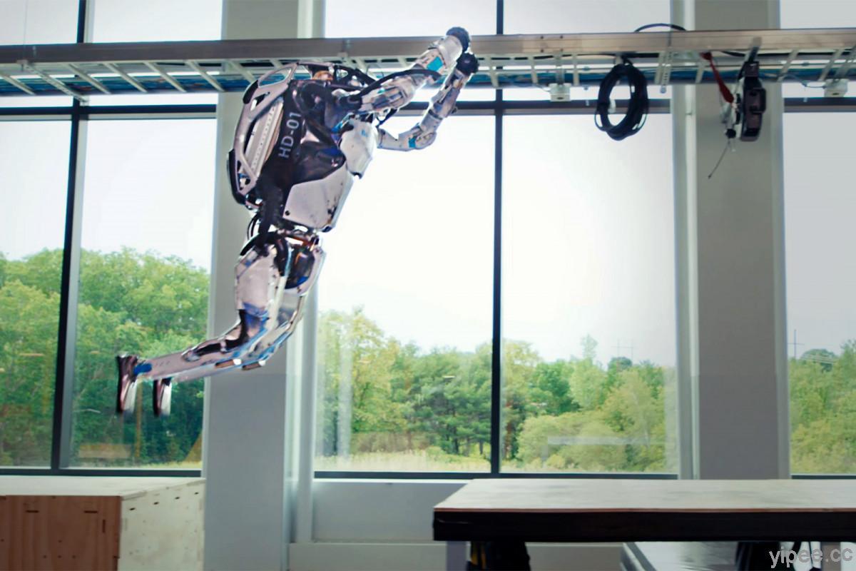 【影片】Boston Dynamics 的 Atlas 人型機器人好靈活,會跑酷、後空翻和跳躍