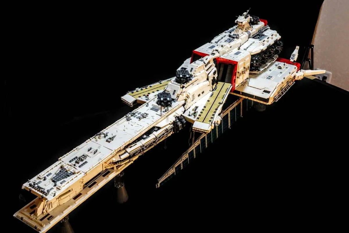 樂高積木完美再現《機動戰士鋼彈》「拉·凱拉姆號」